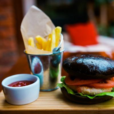 Чёрный бургер с крабовым мясом